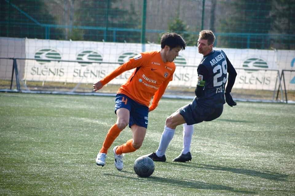 FK BANGA(リトアニア)ではアキレス腱断裂のため、半年で契約解除。
